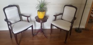 Antique chair and table for Sale in Las Vegas, NV