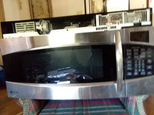 GE Profile Microwave (goes over range/ stove) for Sale in Las Cruces, NM