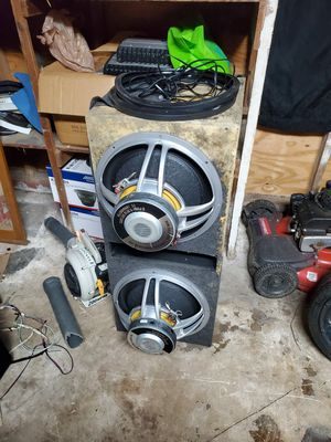 2 15 inch subs 900 rms q powered for Sale in San Antonio, FL