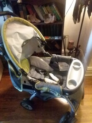 Like new Chicco baby/toddler umbrella stroller for Sale in St. Louis, MO