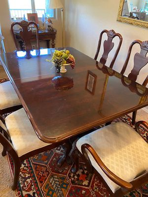 Mahogany pedestal dining table with 6 Queen Anne chairs and 2 leaves for Sale in Scottsdale, AZ