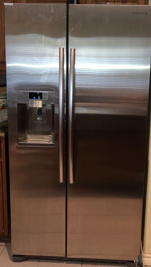 Samsung Side-by-Side Stainless Steel Refrigerator with External Ice and Water Dispenser for Sale in Houston, TX