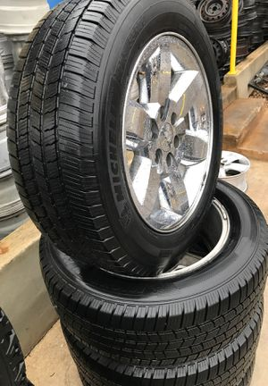 275-55-20 gmc rims and tires 650$ for Sale in San Antonio, TX