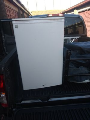 White mini fridge like brand-new only used it for a week and then had to move out so to my storage unit currently has a report for freezer works great for Sale in Taylorsville, UT