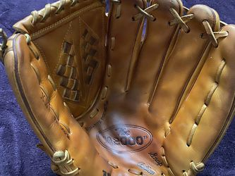 Wilson A2000 Baseball Glove for Sale in Hacienda Heights,  CA