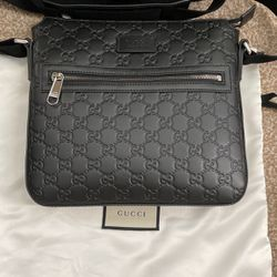 Gucci Mens Signature Messenger In Black Leather for Sale in Irvine,  CA