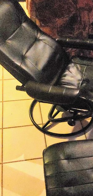 Old school chair probably would be good for gaming for Sale in Fort Lauderdale, FL