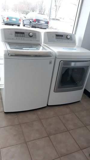 White top load washer and dryer set excellent condition for Sale in Maryland City, MD