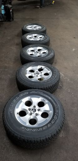Jeep Wrangler Sahara wheels and tires for Sale in Chicago,  IL