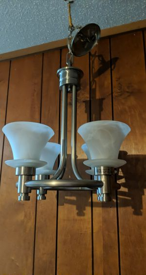 Like New Dining light/ Chandelier for Sale in Bartow, FL