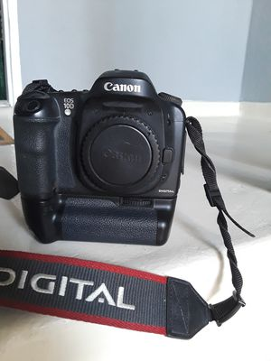CANON 10D CAMERA W BATTERY PACK for Sale in Santa Monica, CA