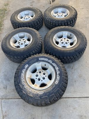Jeep Wrangler wheels for Sale in Lincoln Acres, CA