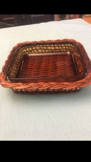 Pyrex Amber Glass Oven and Microwave safe casserole dish (8 1/2 x 8 1/2) and basket holder. for Sale in Miami, FL