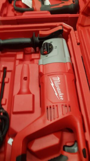 """MILWUAKEE CORDED 1""""IN SDS PLUS ROTARY HAMMER BRAND NEW for Sale in San Bernardino, CA"""