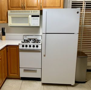 Studio Appliances! Magic Chef & GE. Fridge and Microwave for Sale in San Diego, CA