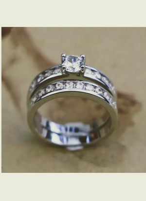 NEW Nuevo Women's Silver Plated White Sapphire Ring Set Size 6 in Plastic Package for Sale in Modesto, CA