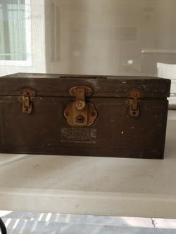 Metal Vintage Box for Sale in West Covina,  CA