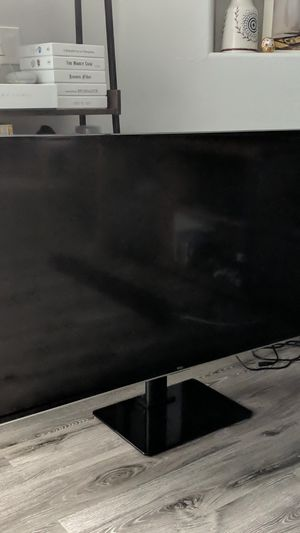 55inch, TCL, Roku TV (model:55FS3850) w/ TV stand for Sale in Los Angeles, CA