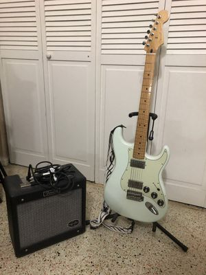Light Lime Fender Stratocaster w Maple Wood Handle and Amp Set w Guitar stand for Sale in Hialeah, FL