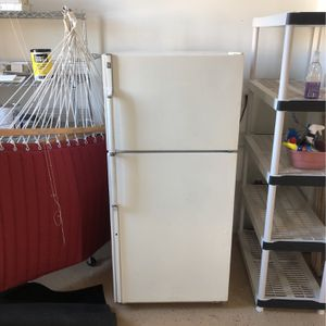 GE Fridge/freezer for Sale in York, PA