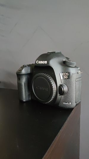 Canon EOS 5D Mark III for Sale in Fort Worth, TX