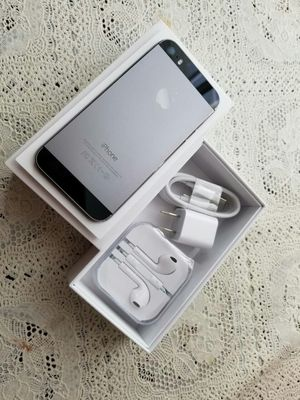 IPhone 5 S ,,UNLOCKED . Excellent Condition ( as like New) for Sale in Fort Belvoir, VA