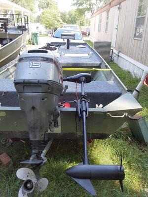 Jon boat. 2000 year .14' feet long for Sale in Richmond, VA