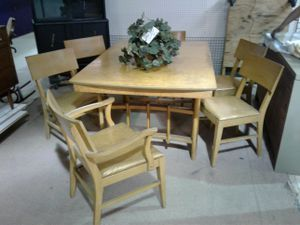 Antique VINTAGE solid cedar wood Table with extra leaf/6 solid cedar high back chairs signature furniture//FREE DELIVERY for Sale in Dundalk, MD