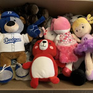 FREE STUFFED ANIMALS 🧸 for Sale in Portland, OR