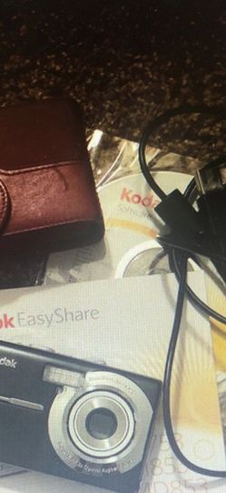 Kodak easyshare digital camera. Good condition. Needs a new battery. for Sale in Riverside,  CA