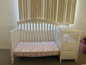 baby cot that becomes a bed with changing table and two drawers for Sale in Miami, FL