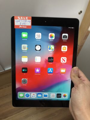 Ipad 5th gen 32gb wifi 9.7 inch (2017) A1822 for Sale in Renton, WA