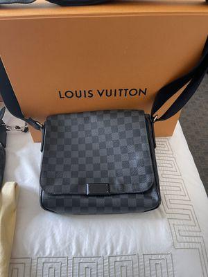 Louis Vuitton Mens messenger bag for Sale in Oakland Park, FL
