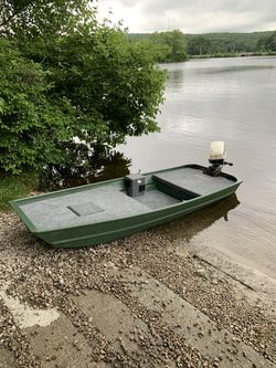 2012 lowe bass boat 10ft for Sale in Cumberland,  RI