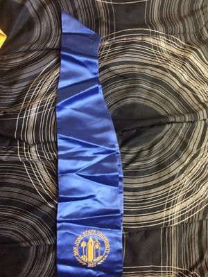 Graduation gown new in condition for Sale in Campbell, CA