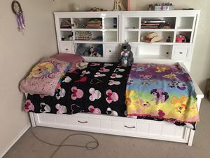 Twin size daybed w/ trundle for Sale in San Antonio, TX