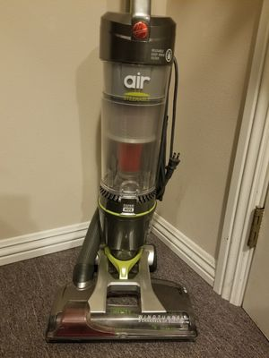 Hoover WindTunnel steerable vacuum. Pls see pictures. Normally $169 Very clean, pet and smoke-free home. Hardly used. for Sale in Puyallup, WA
