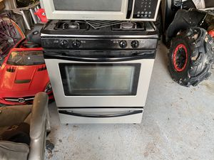 Frigidaire gas stove and microwave for Sale in Humble, TX