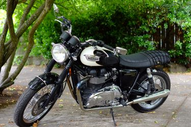 2010 Triumph Bonneville T100 w/Ohlins Shocks & More for Sale in Portland,  OR
