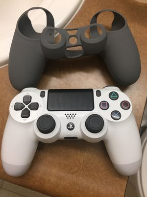 White ps4 controller (bought two weeks ago) read description for Sale in Visalia, CA