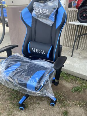 Black and blue gaming chair for Sale in Commerce, CA