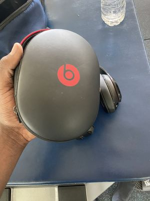 Beats studio wireless with case for Sale in Miami, FL
