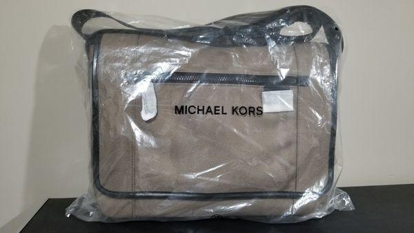 Brand NEW Michael Kors Mens Travis Nylon Messenger Laptop/Commuter Bag in Taupe