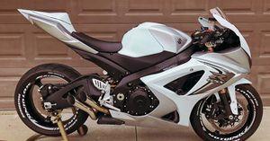 ''Price$1200'' Suzuki Gsx-r 1000 Low/Miles Runs.Like.NEW. for Sale in Riverside, CA