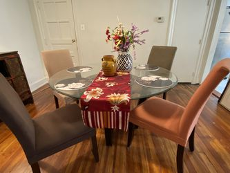 Dining Room table & 4 Chairs for Sale in Philadelphia,  PA