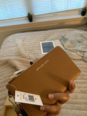Brand NEW Michael Kors Wristlet— Never used for Sale in Montpelier, MD