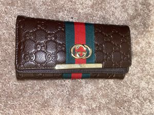 Gucci wallet for Sale in Dundalk, MD