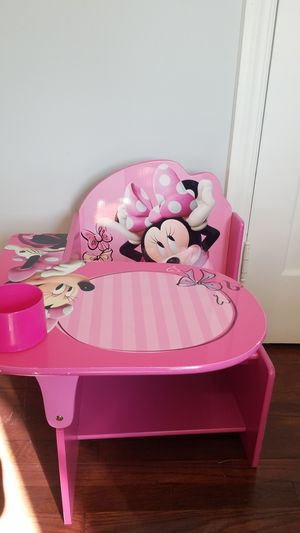 Minnie mouse kids desk for Sale in Cleveland, OH