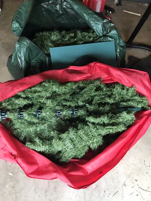 FREE!!!!!!!!!!! 9ft tall artificial Xmas tree for Sale in Renton, WA