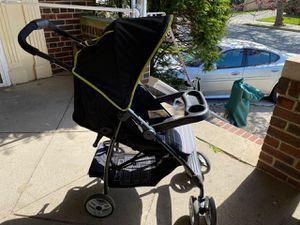 Graco stroller 3 in 1 stroller + car seat (like new) for Sale in Brooklyn, NY